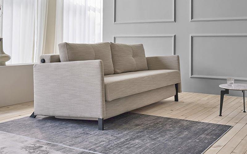 Sof s cama de dise o con patas de madera y diversos for Sofa cama estrecho